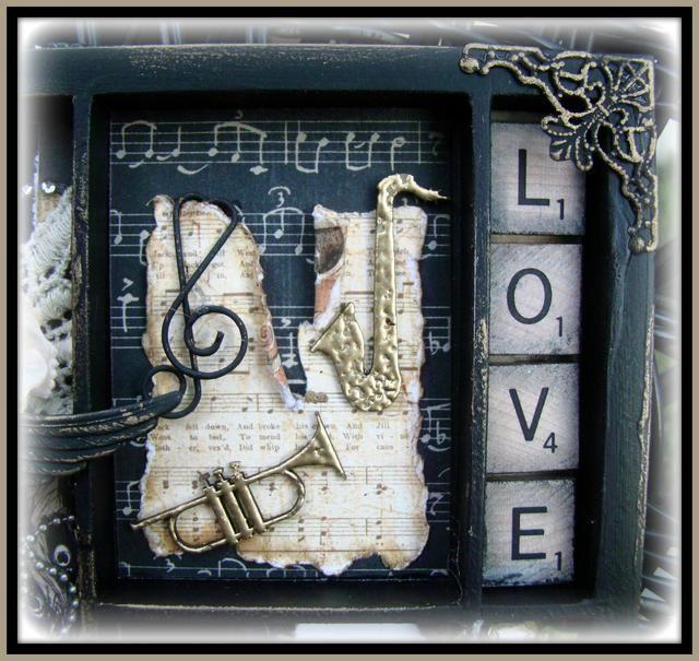 Los instrumentos aquí son piezas de madera aglomerada de Blue helecho y yo solíamos UTEE polvo que realza el oro para darle esa bondad grueso. Los azulejos del scrabble me bordeadas de negro de tinta angustia hollín.