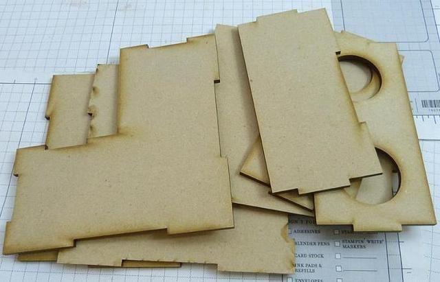 Estas son las piezas y yo solíamos pegamento E6000 para pegar juntos.