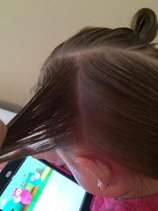 Coge otro pedazo de pelo