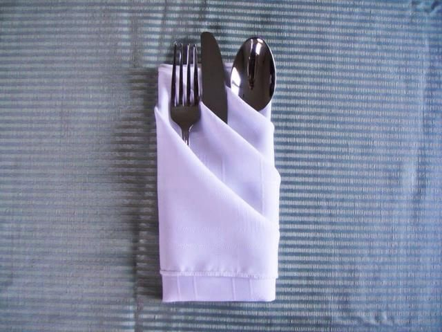 Deslice los cubiertos en la servilleta's pockets