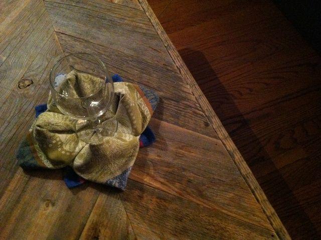 Cómo doblar una servilleta como una rosa