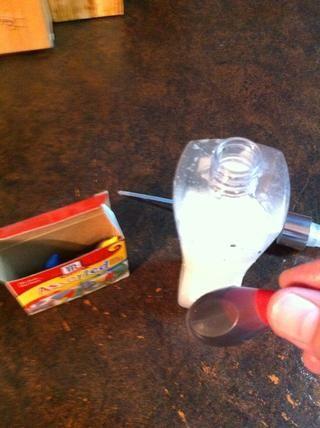 Opcional: Puede añadir gotas par de colorante para alimentos.