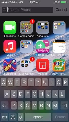 Haga una búsqueda arrastrando hacia abajo desde el centro de la pantalla en la parte superior una ventana de búsqueda aparecerá solo la música tipo de teclado. Desplácese hacia abajo hasta que vea las aplicaciones