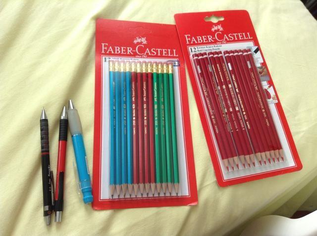 Los útiles escolares! Comprar un montón de lápices porque nadie sabe qué va a pasar. Ellos se pueden perder, pueden ser robados ...