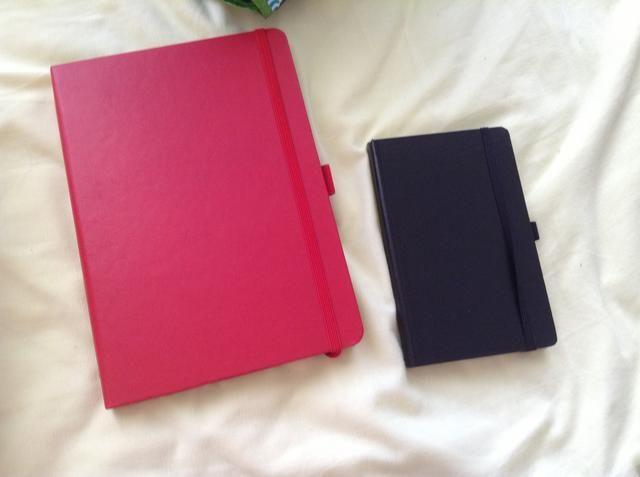 Compre un cuaderno! Haga un horario y pegarlo en su portátil's first page!