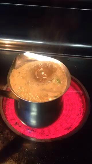 Debe hervir como este. Apague la estufa y poner la olla a un lado por un par de minutos.
