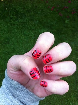 Entonces tú're done. This is what your nails should look like. Grrrrrr!!!