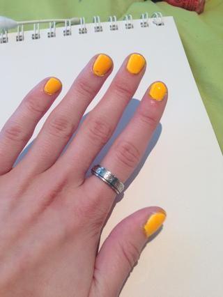 Tiempo Topcoat! Sugerencia: deje que sus uñas se sequen un poco antes de aplicar el acabado