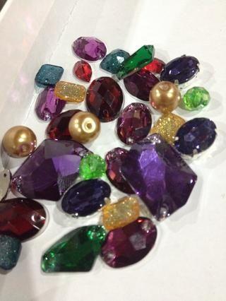 Reunir las piedras preciosas y perlas Chunky