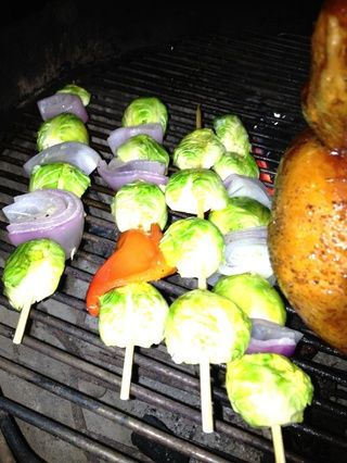 parrilla a fuego indirecto durante 5 minutos, gire una y cocinar por otros cinco minuto.