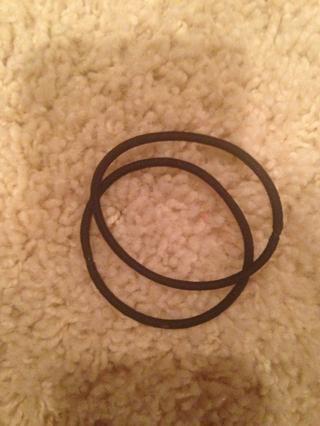 Si utiliza cintas para el pelo solamente atar una vez y trata de no ponerlo en el mismo lugar cada vez, ya que se romperá el pelo en ese lugar