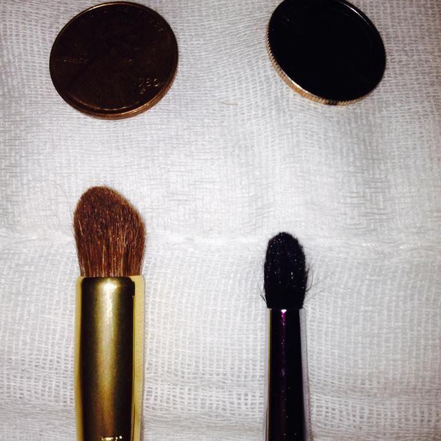 Cepillo de sombra de ojos cónicos