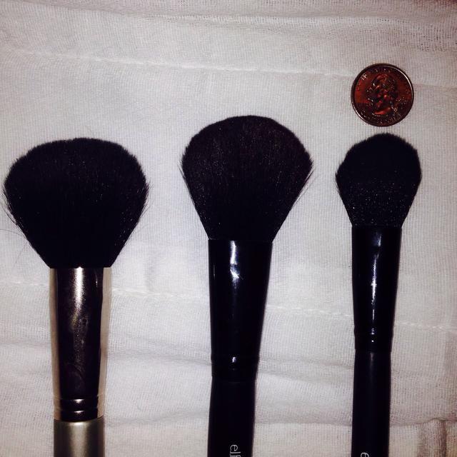 Cepillo Polvo: grande (en polvo), medio (rubor), pequeño (cónica)