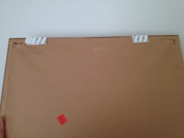 Retire soporte de papel y se adhieren a la imagen. Asegúrese de que el extremo redondeado se enfrenta hacia el exterior para que sea fácil de quitar.