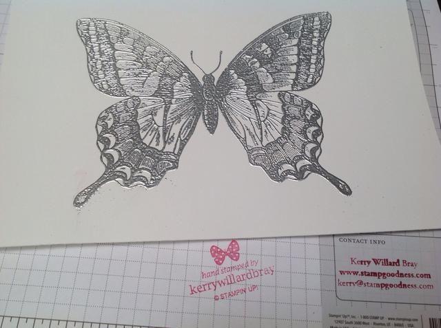 Aquí está la mariposa, una vez que ha sido totalmente en relieve