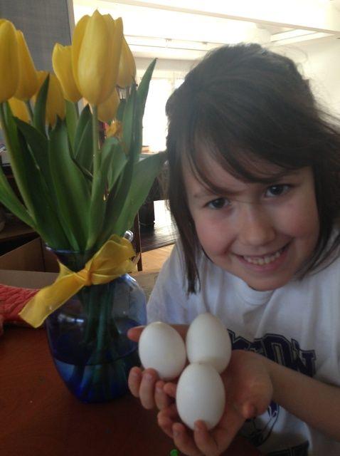 Cómo ahueca hacia fuera un huevo de Pascua