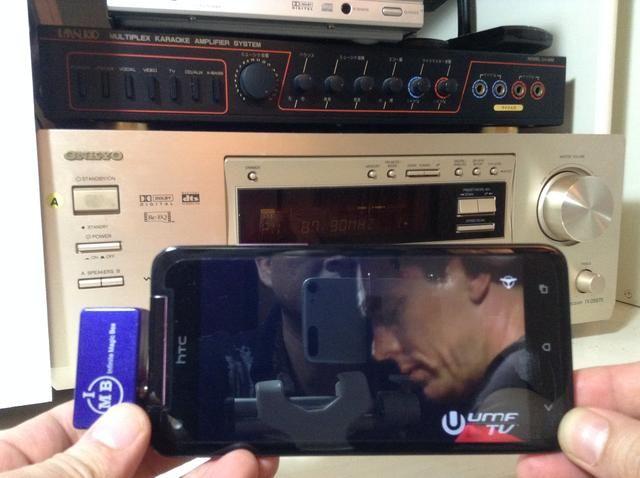 Ahora usted puede disfrutar de música o sonido envolvente de su centro de entretenimiento de edad de su ADN Droid por teléfono HTC mientras caminaba o se sienta delante de su sala de estar. Eso es impresionante!