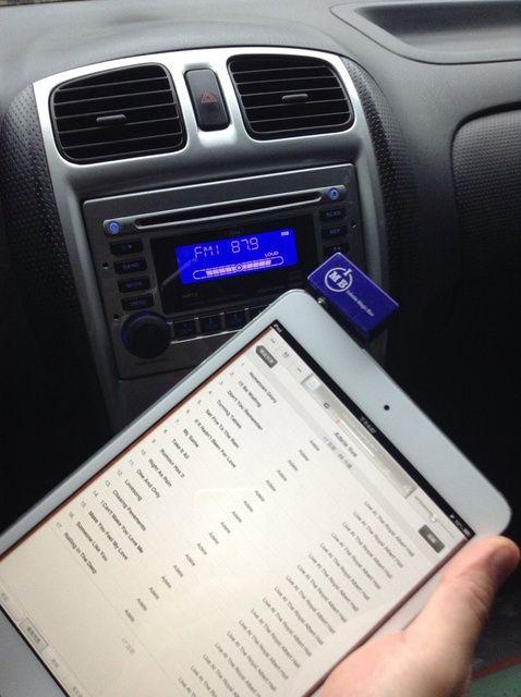 Cómo conectar el iPad Mini de la radio de coche No Bluetooth o Aux