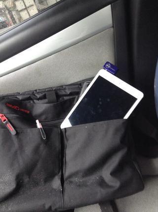 Ahora puede guardar su mini iPad en su cartera o bolsa para su custodia.