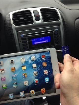 Conecte el transmisor AFM a su mini iPad.