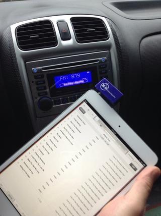 O elegir cualquier mp3 de su colección de música. Ahora ya está listo para escuchar cualquier cosa de su mini iPad a través de la radio del coche.