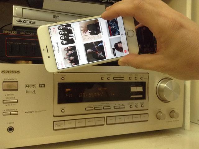 Ahora puede elegir cualquier streaming de música para reproducir en voz alta y clara a través de su sistema de sonido envolvente en casa.