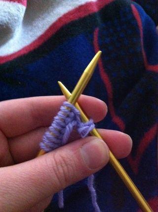 Deslice la puntada fuera de la aguja izquierda y en la aguja derecha. usted've made your first purl stitch!