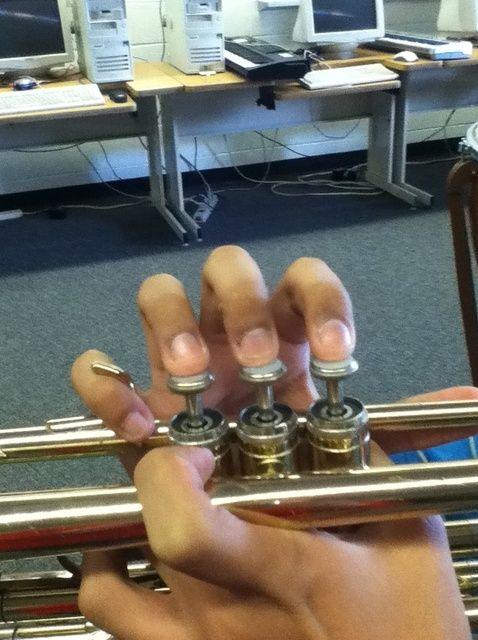 Cómo Cómo Hold Your Trompeta