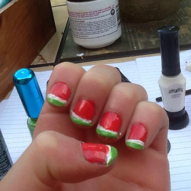 Añade color a cada lado para hacer la línea más natural