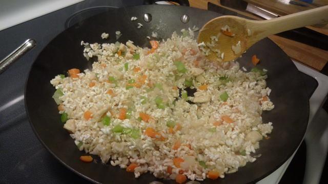 Añadir el arroz. Continuar la cocción.