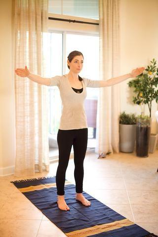 Pequeños Círculos con los brazos: rotan los brazos en círculos hacia adelante que son alrededor de 10 pulgadas de diámetro. Después de 30 segundos, retroceso y completar círculos hacia atrás por 30 segundos más. Éstos son grandes para los hombros!