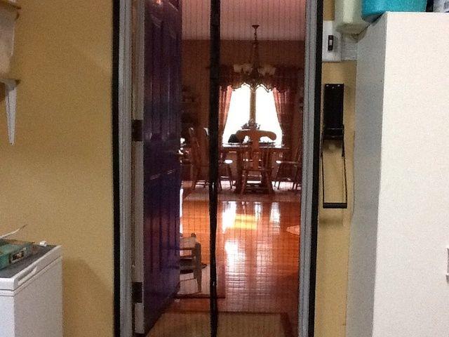 Escena Completado con la puerta abierta a la cocina.