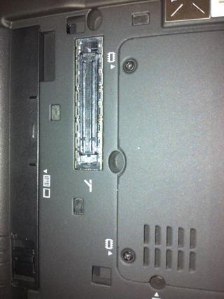 Cada tornillo está marcado con la imagen de RAM.
