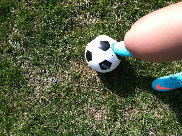 Una vez que rodar hacia usted por lo que será en la parte superior de su pie, levantar el pie hacia arriba y tener su curva necesidad ligeramente también.