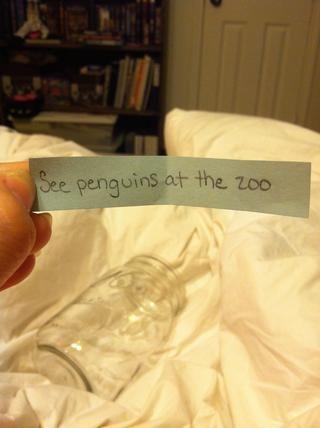 Estos objetivos podrían ser algo corto plazo como un viaje al zoológico o ir al estreno de medianoche de una película de tu ganas.