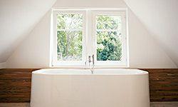 Mantenga su bañera limpia y reluciente sin romper su espalda.