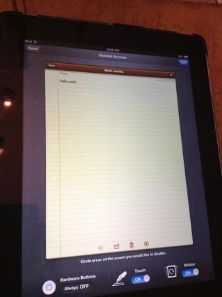 Si usted entra en cualquier aplicación y triples clic casa (quad clic en el iPad) se abrirá un menú.