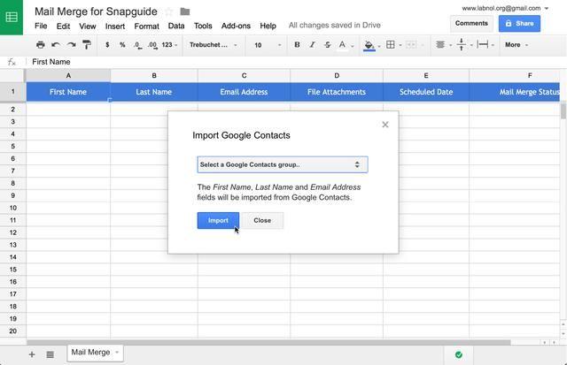 Elija un grupo de contactos de Google desde el menú desplegable para importar contactos de ese grupo en su hoja de Combinación de correspondencia actual.
