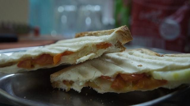 Ahora que's it hot hot Veg Sandwich is ready for your quick and healthy breakfast!!!