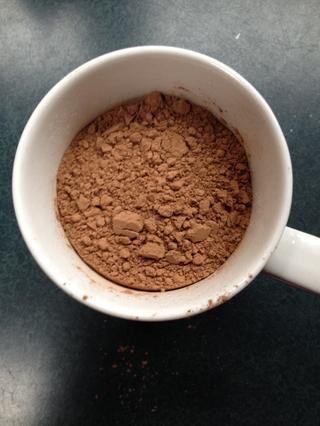 A continuación, poner el cacao, además de eso