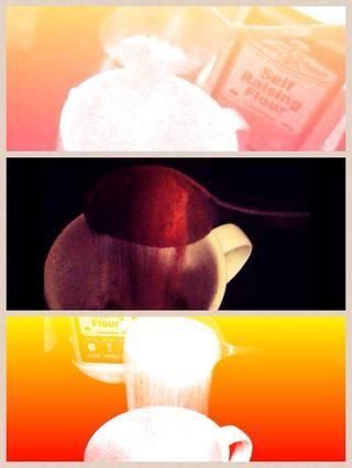 Añadir todos los ingredientes secos. Azúcar en polvo, cacao en polvo y harina de auto elevación .. Lo siento por las malas fotos ..
