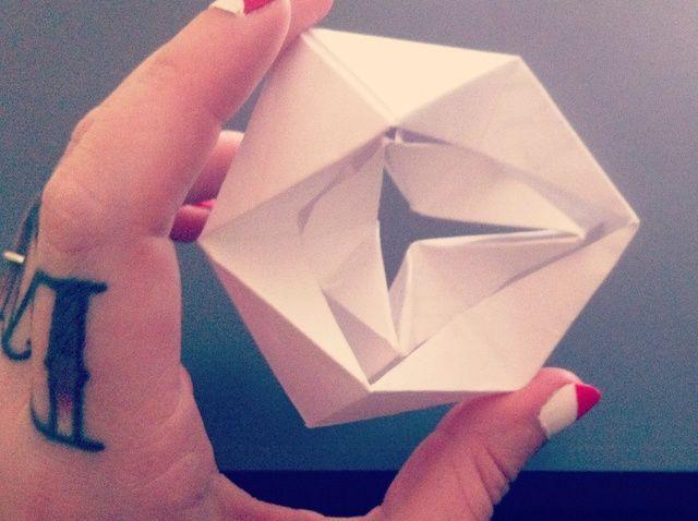 Cómo hacer un 3-D hexaflexagon (Tri caleidociclo)