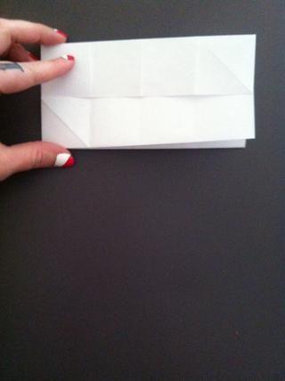 Asegúrese de doblado por la mitad la correcta manera- debe tener borde crudo de papel en el centro de esta manera.