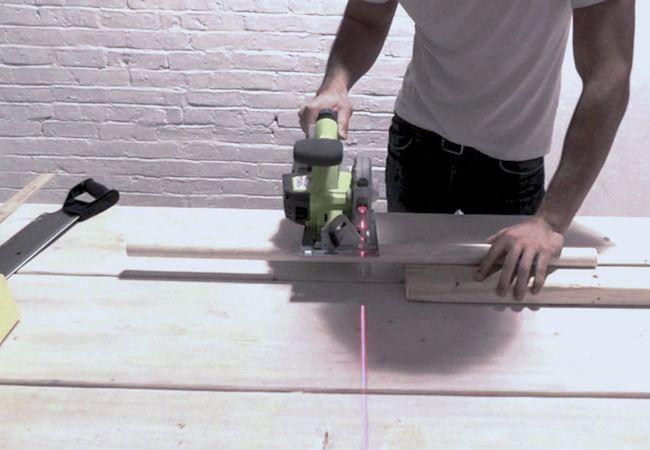 Cómo hacer un taburete de hormigón - Piernas de corte