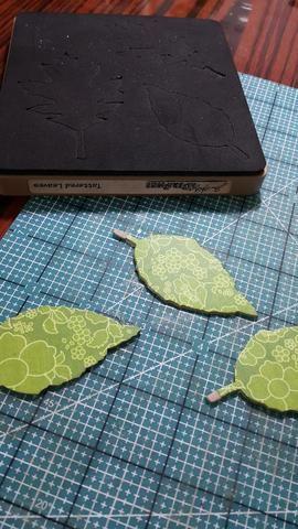 Troquelado deja forma con piezas de madera aglomerada y papeles, se adhiere bien