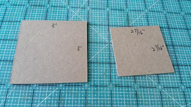 Cortar dos piezas del aglomerado para la tapa de la caja de almacenamiento poco