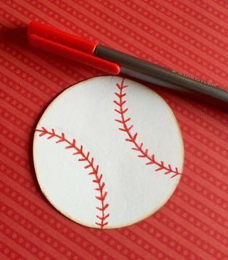 Con un marcador o un bolígrafo rojo rastrear sus marcas de lápiz y añadir múltiples amplia V's on the lines.