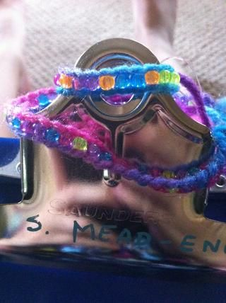 Ahora usted tiene su pulsera terminado (o anillo) utilizando este patrón con cuentas !!