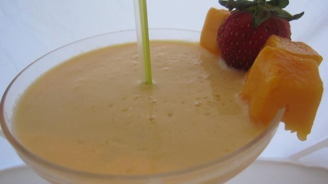 disfrutar de este batido flaco refrescante. usted puede personalizar totalmente esta receta de cualquier sabor que te gusta. Tal como el uso de mango con sabor a yogur griego o en lugar de mango que podría utilizar bayas :)!