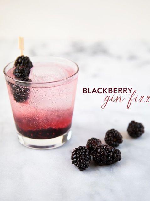 Cómo hacer un Gin Fizz Blackberry Cocktail Receta